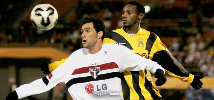 29-11-Danilo-FIFA Club World Cup 2005.jpg