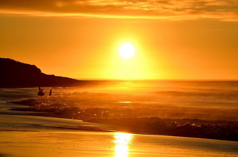 Sunset_at_Long_Beach_(South_Africa).jpg